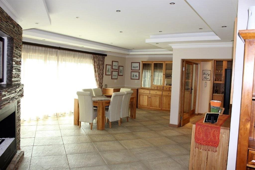 Blue Valley Golf Estate property for sale. Ref No: 13512400. Picture no 35