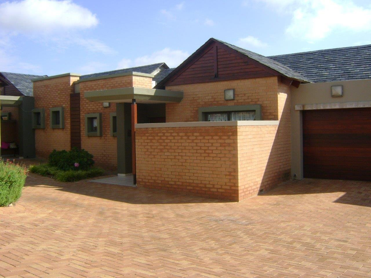 Property and Houses to rent in Retire At Midstream, Apartment, 1 Bedrooms - ZAR , 11,00*,M