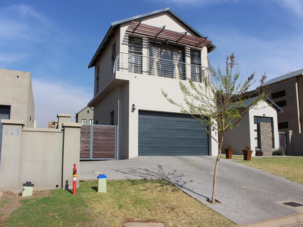 Copperleaf Estate property for sale. Ref No: 13382540. Picture no 32