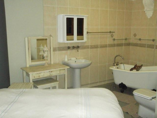 Margate property for sale. Ref No: 12737884. Picture no 17