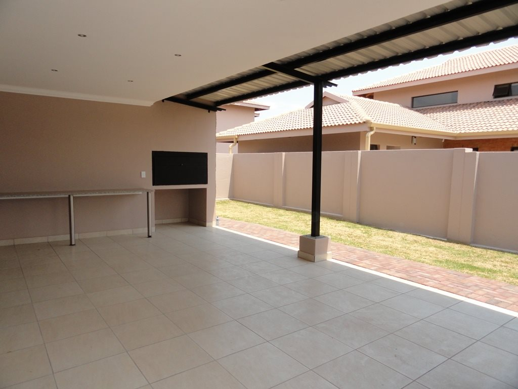 Six Fountains Residential Estate property for sale. Ref No: 13429423. Picture no 5