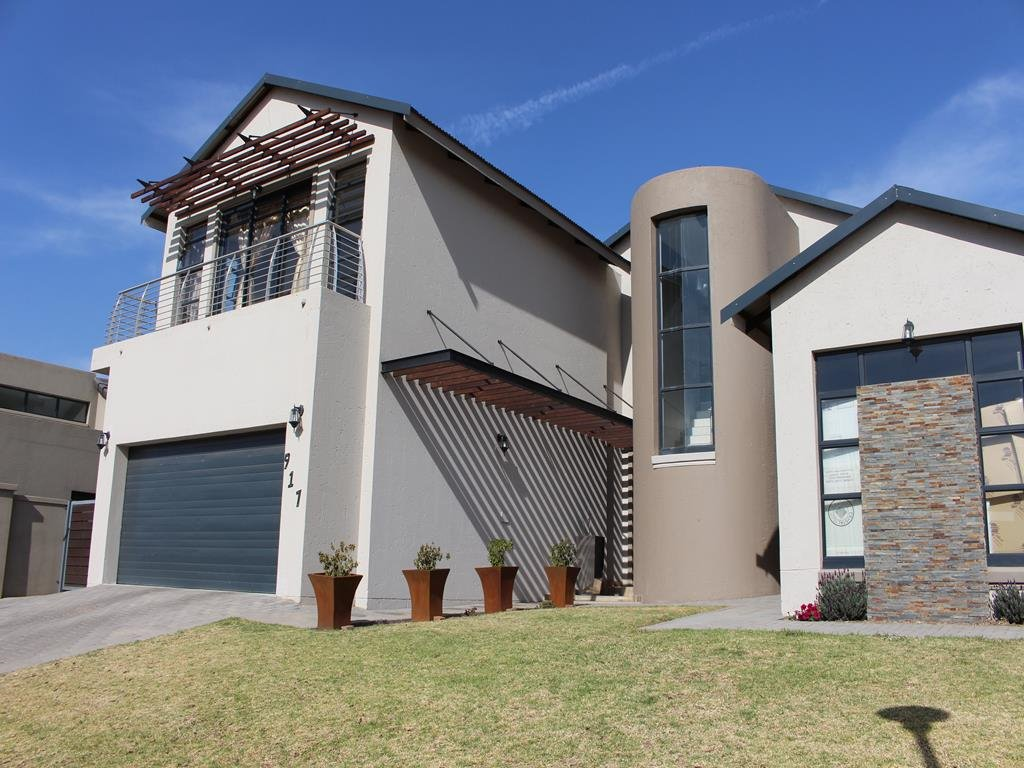 Copperleaf Estate property for sale. Ref No: 13382540. Picture no 30