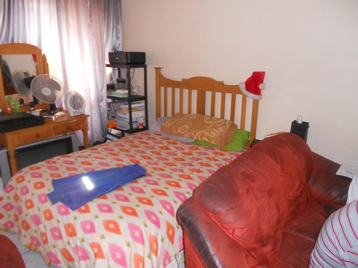 Brackenham property for sale. Ref No: 12738662. Picture no 5
