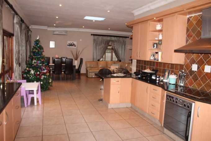 Florauna property for sale. Ref No: 13567183. Picture no 7