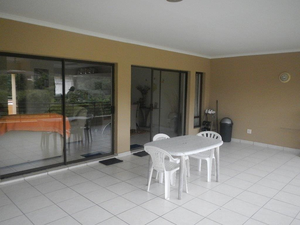 Uvongo property for sale. Ref No: 12790805. Picture no 10