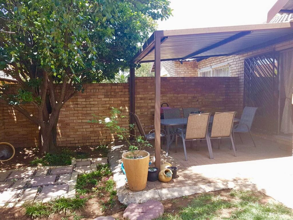 Wilgeheuwel property for sale. Ref No: 13553042. Picture no 13
