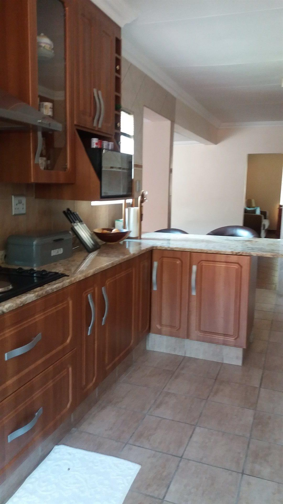 Theresapark property for sale. Ref No: 13566719. Picture no 7