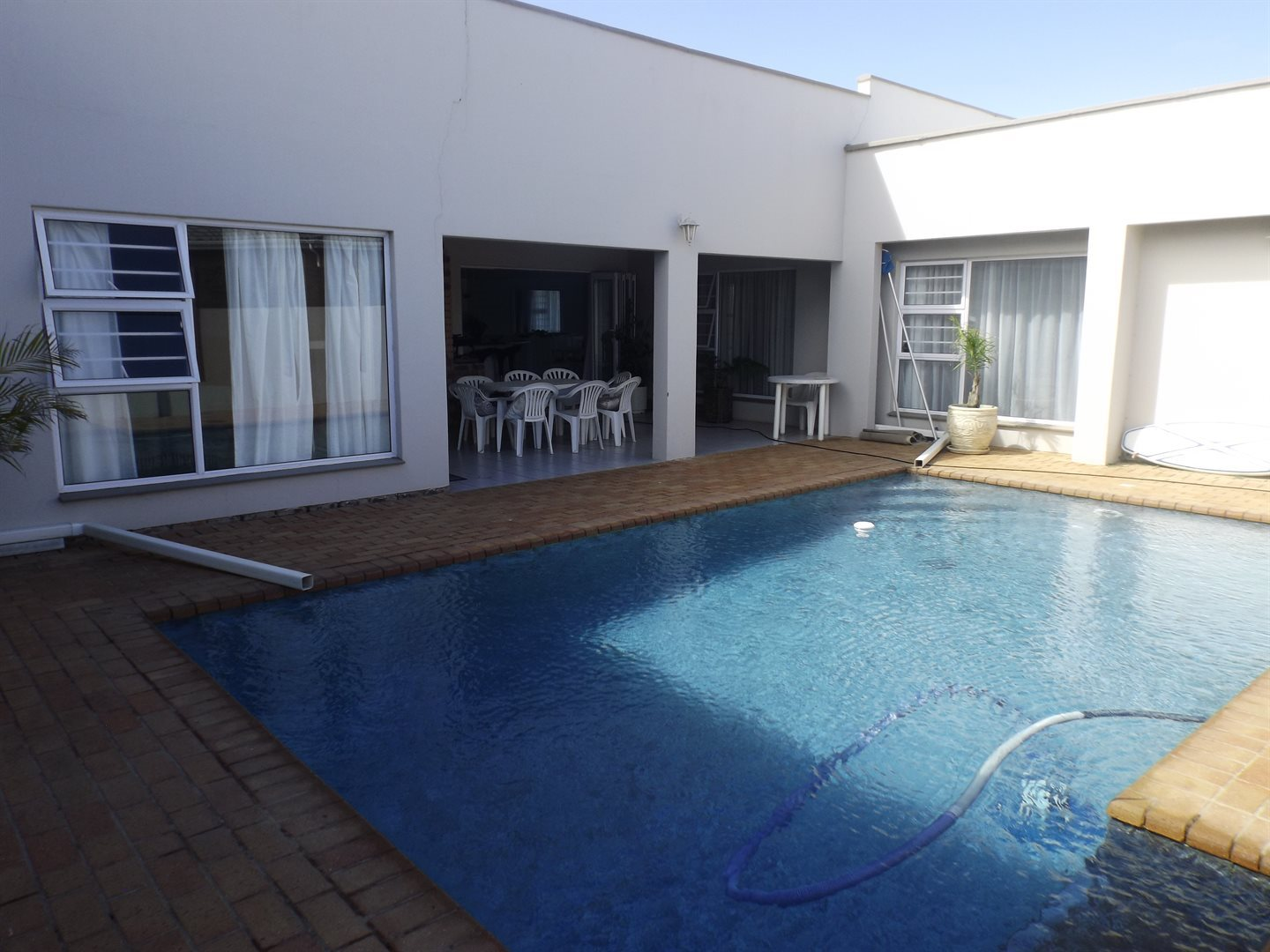 Property and Houses for sale in Kidds Beach, House, 4 Bedrooms - ZAR 2,350,000