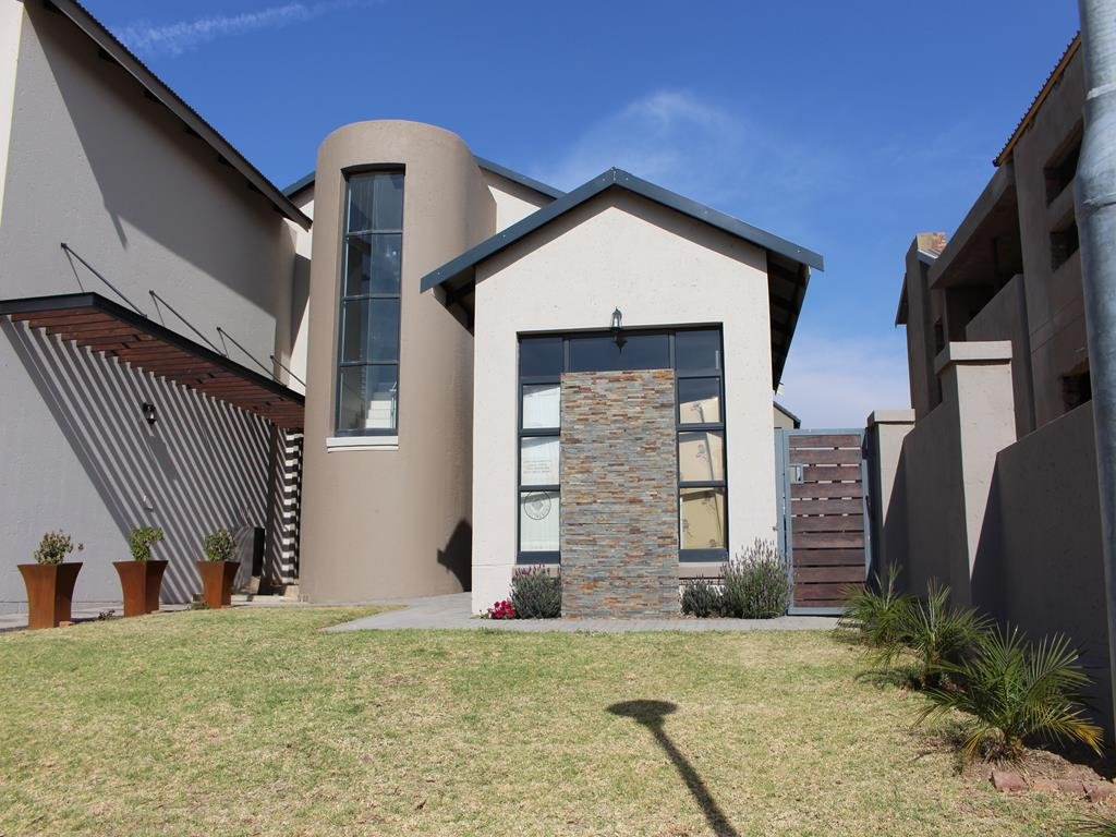 Copperleaf Estate property for sale. Ref No: 13382540. Picture no 31