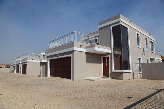Potchefstroom, Van Der Hoff Park Property  | Houses To Rent Van Der Hoff Park, Van Der Hoff Park, Townhouse 3 bedrooms property to rent Price:, 10,00*