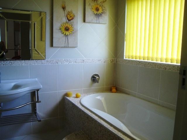 Pennington property for sale. Ref No: 12792370. Picture no 14