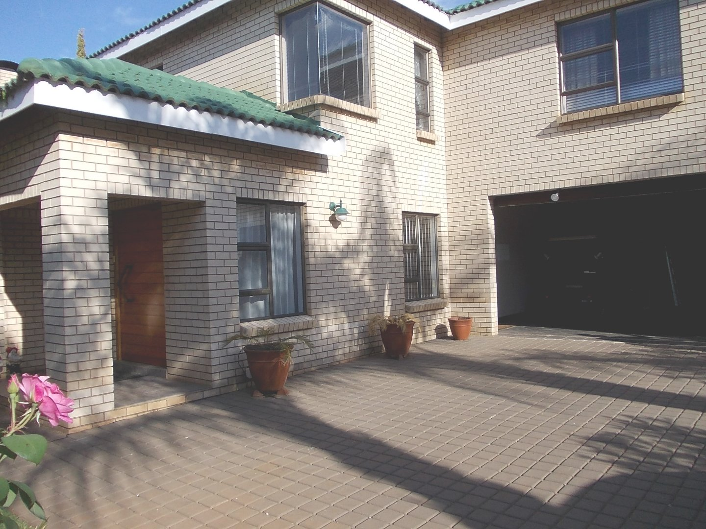 Property and Houses to rent in Gauteng, House, 5 Bedrooms - ZAR , 27,00*,M