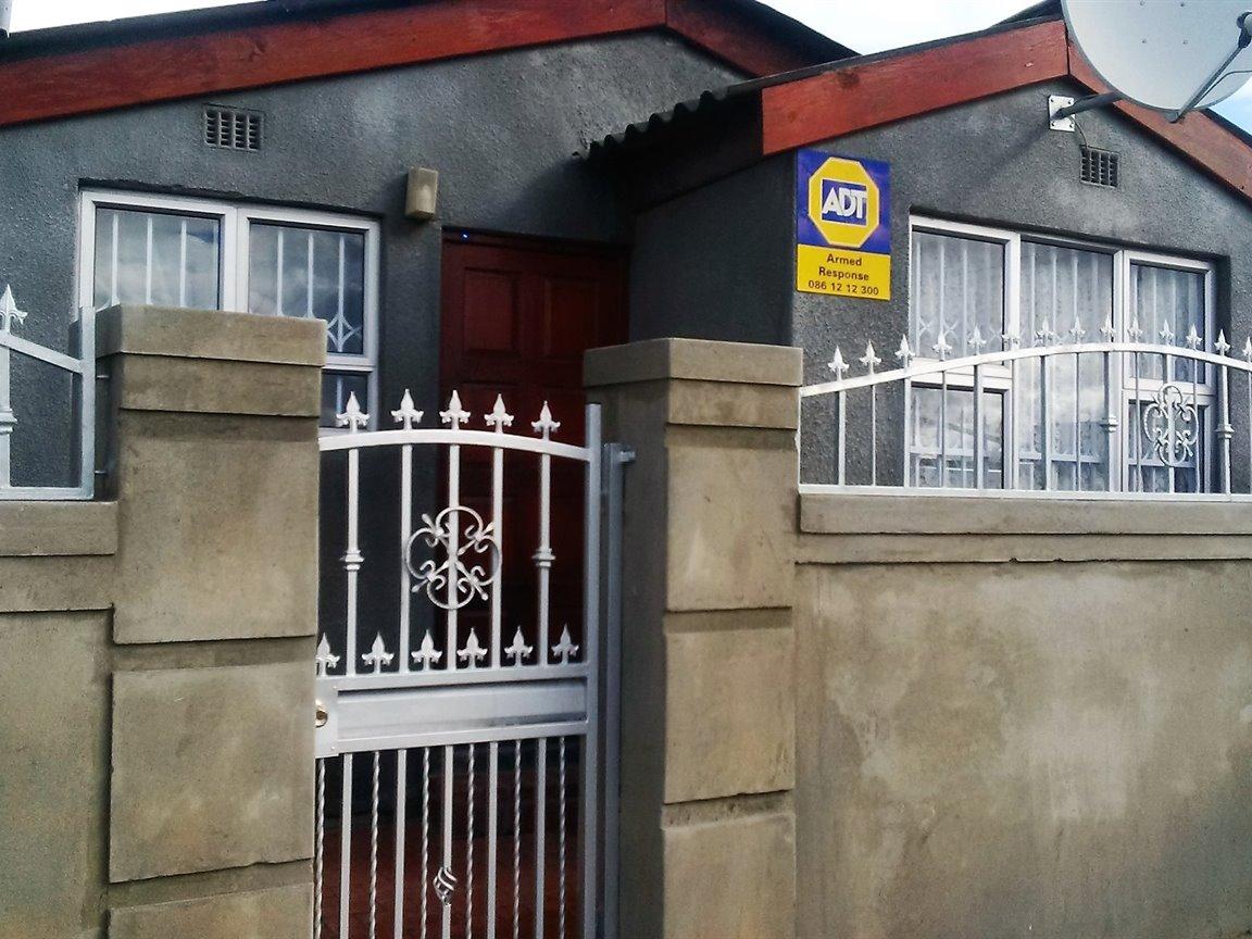 Khayelitsha, Ilitha Park Property  | Houses For Sale Ilitha Park, Ilitha Park, House 3 bedrooms property for sale Price:350,000