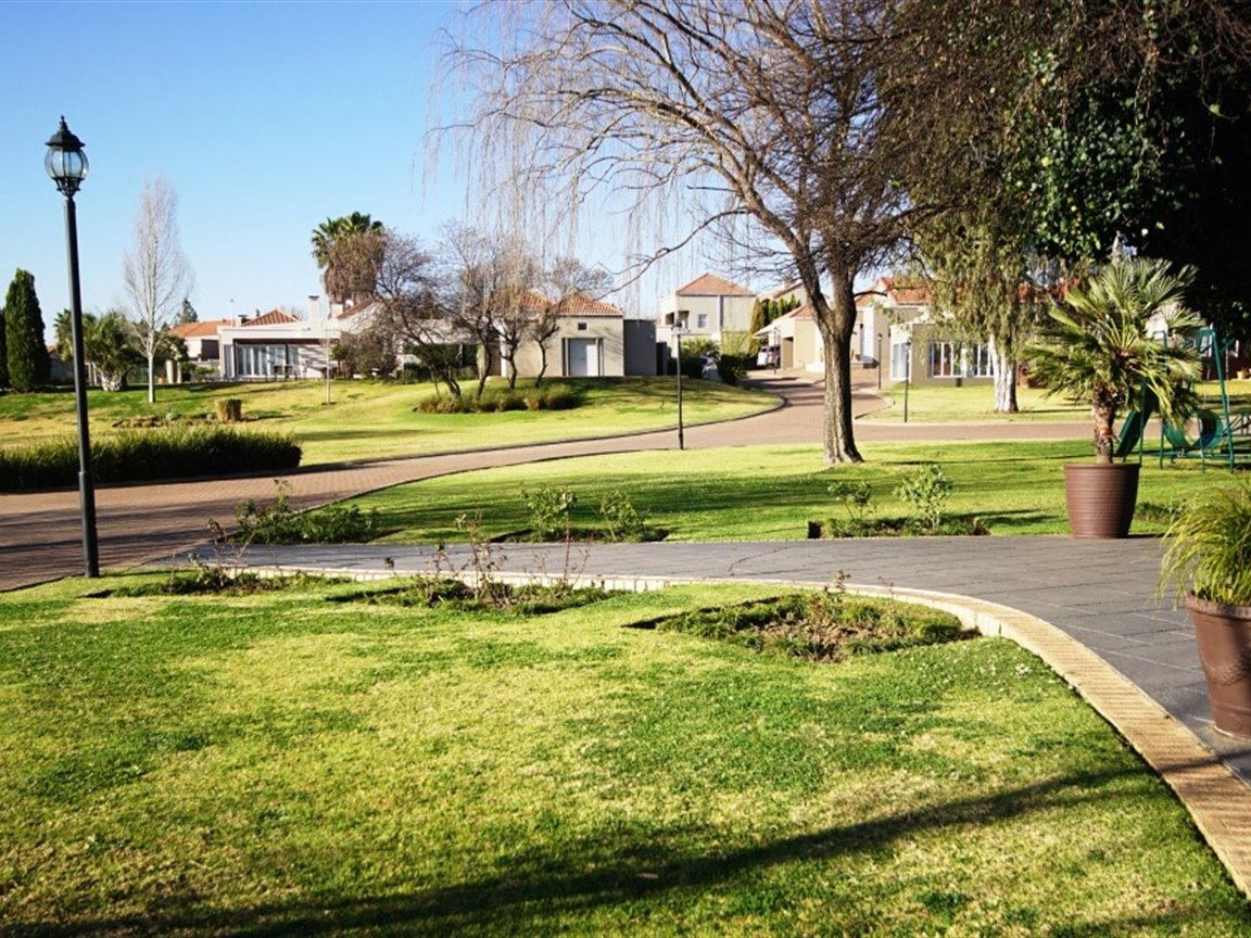 Three Rivers East property for sale. Ref No: 13378538. Picture no 3