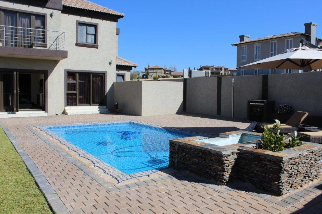 Blue Valley Golf Estate property for sale. Ref No: 13371077. Picture no 2