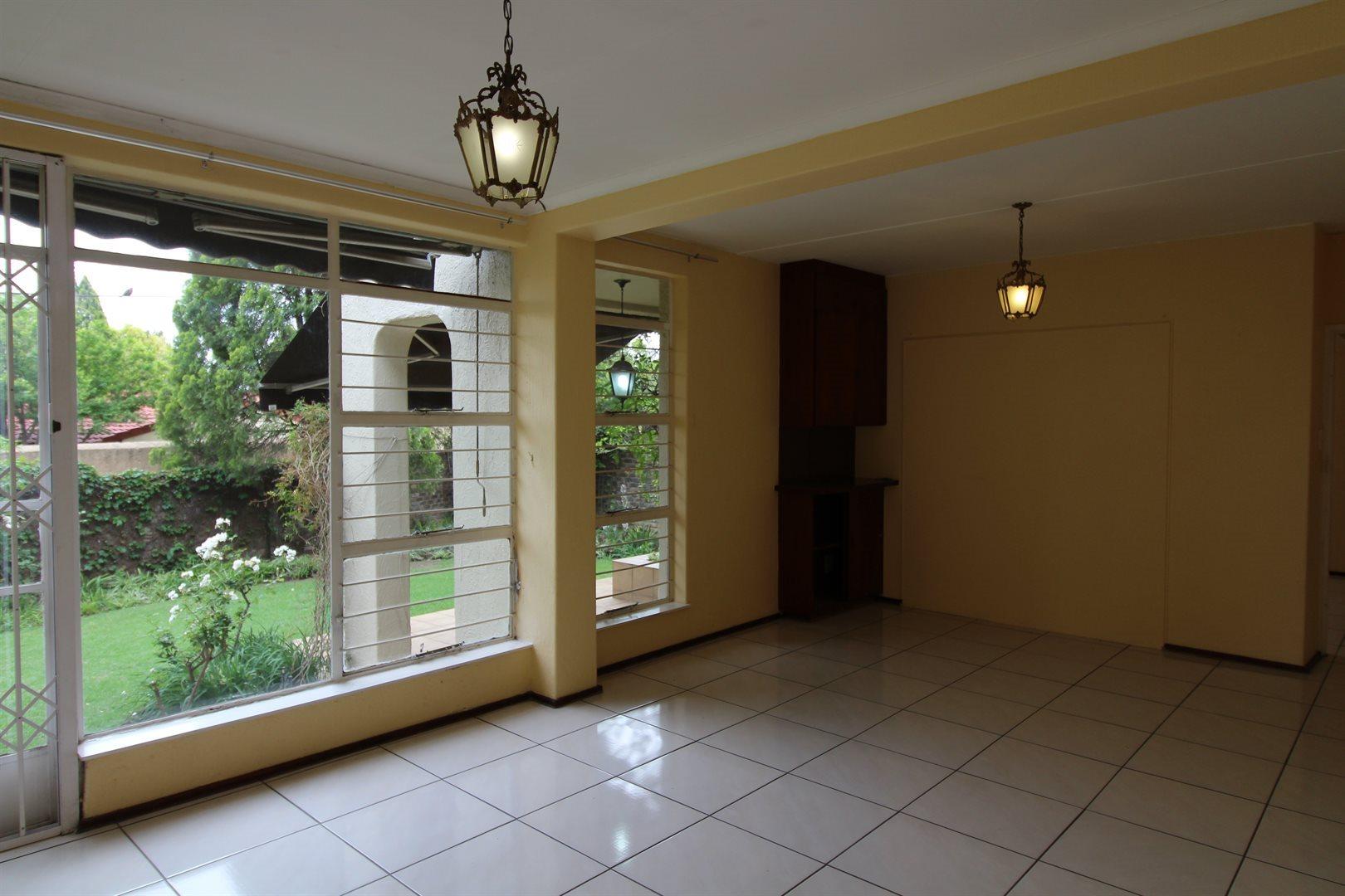 Bryanston property for sale. Ref No: 13552406. Picture no 11
