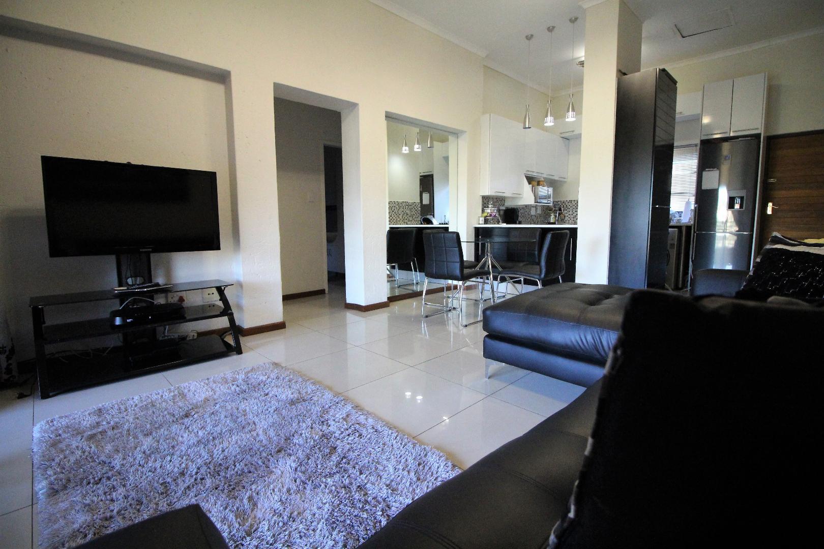 Glenvista property for sale. Ref No: 13493928. Picture no 4