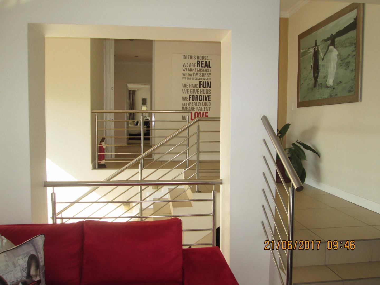 Glenvista property for sale. Ref No: 13526246. Picture no 6