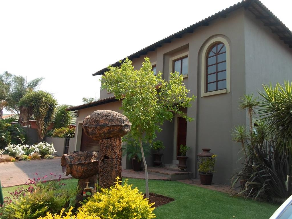 Property and Houses to rent in Centurion Golf Estate, House, 3 Bedrooms - ZAR , 22,00*,M