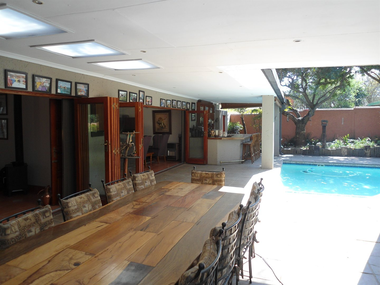 Douglasdale property for sale. Ref No: 13520882. Picture no 35