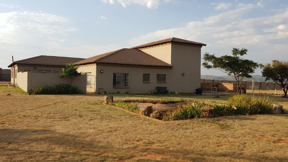 Allewynspoort property for sale. Ref No: 13497711. Picture no 2