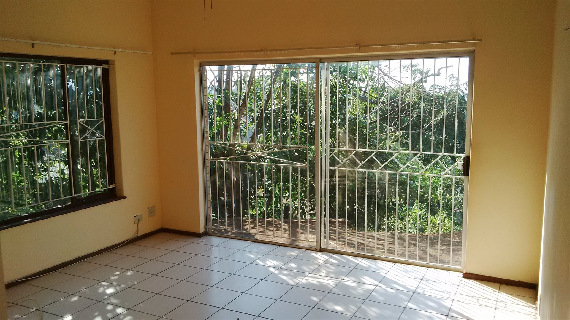 Doonside property for sale. Ref No: 13522465. Picture no 4