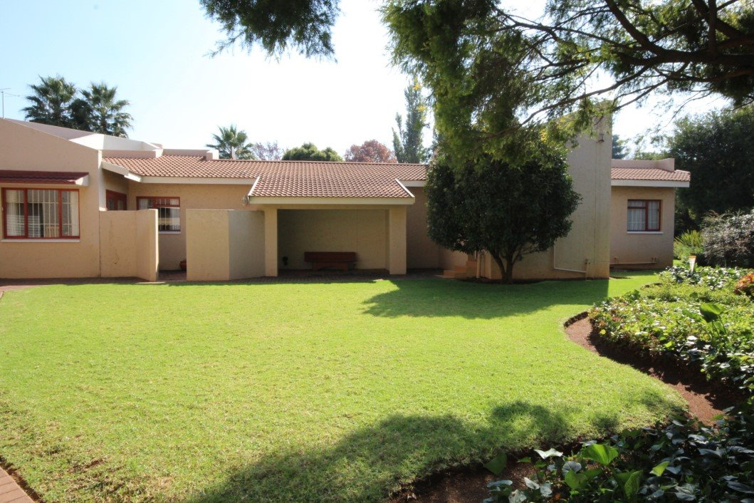 Three Rivers Proper property for sale. Ref No: 13338644. Picture no 27