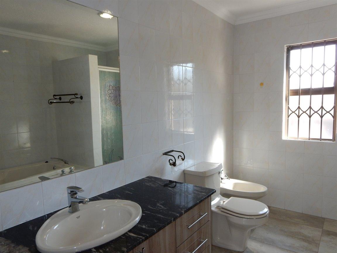 Bryanston property for sale. Ref No: 13346431. Picture no 26