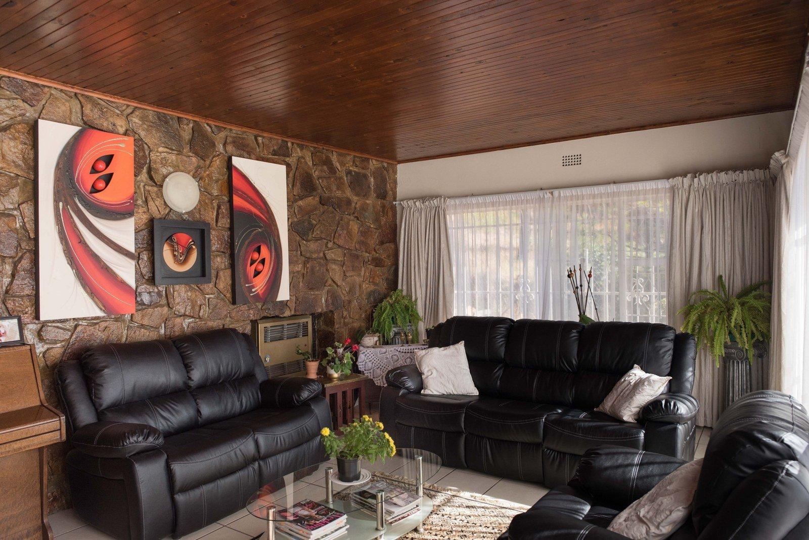 Kibler Park property for sale. Ref No: 13640953. Picture no 4