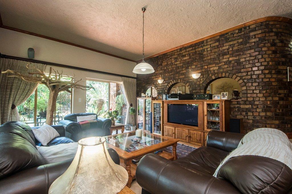 Glenvista property for sale. Ref No: 13529565. Picture no 4
