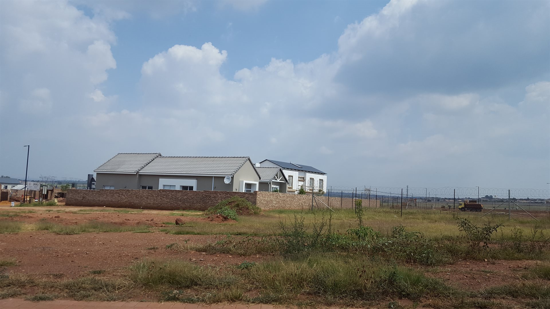 Midstream Ridge Estate property for sale. Ref No: 13598492. Picture no 1