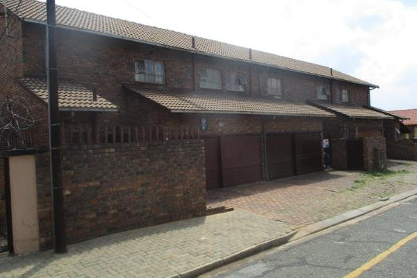 , Townhouse, 3 Bedrooms - ZAR 550,000