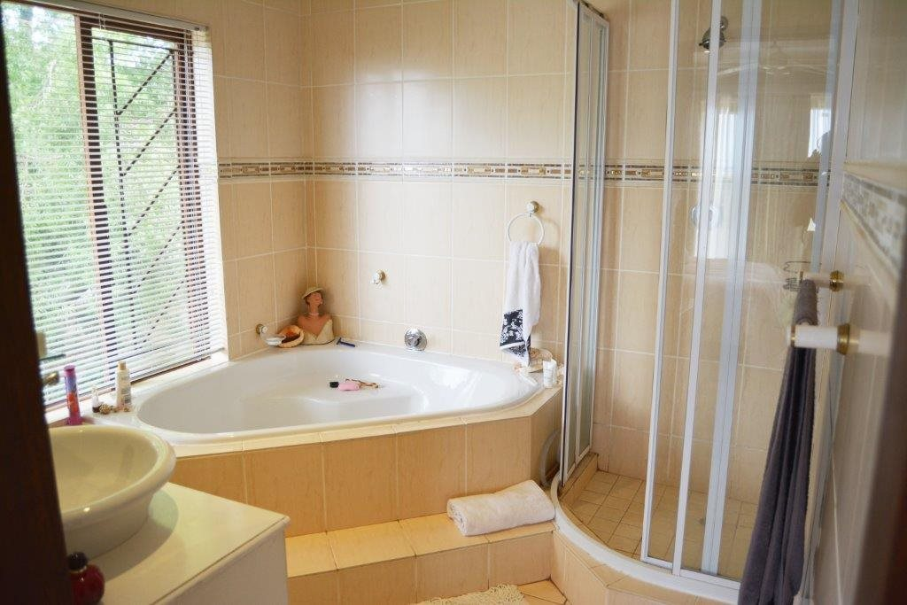 Margate property for sale. Ref No: 12779071. Picture no 16