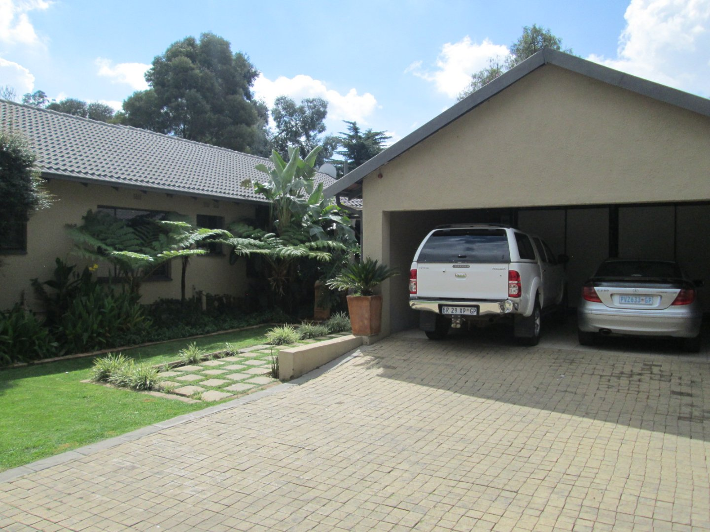 Property and Houses for sale in Brackenhurst, House, 3 Bedrooms - ZAR 2,699,000