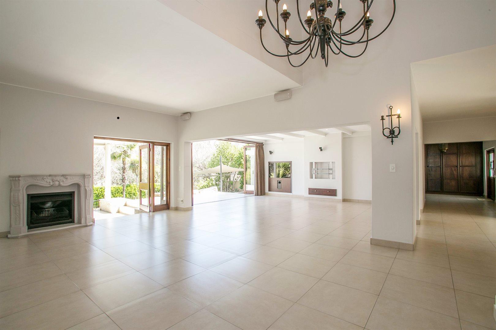 Dainfern Golf Estate property for sale. Ref No: 13381182. Picture no 4