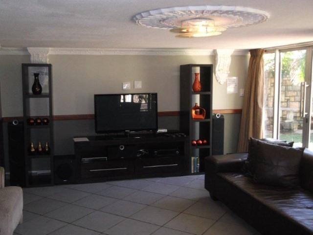 Margate property for sale. Ref No: 12737884. Picture no 6
