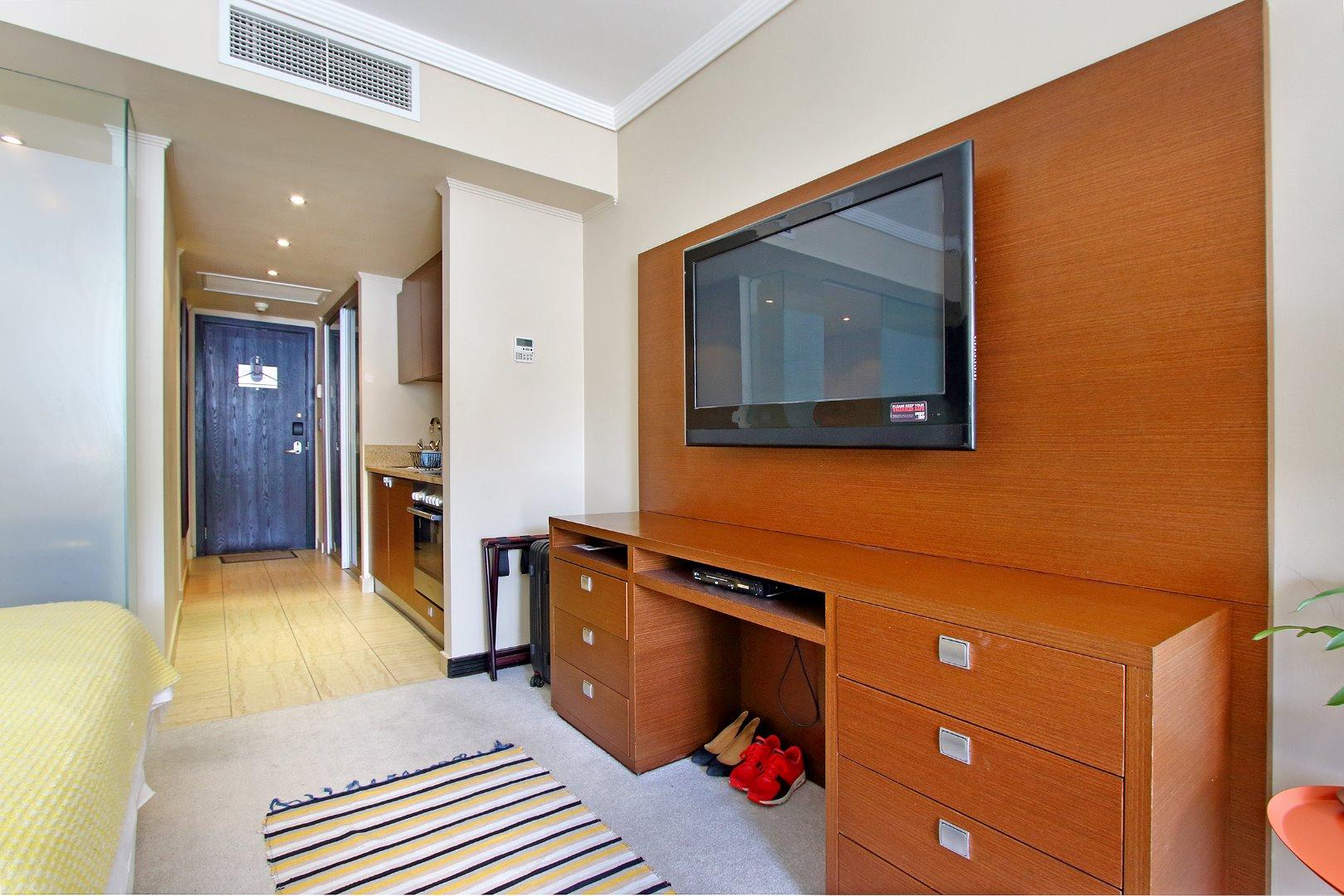 Cape Town City Centre property for sale. Ref No: 13715960. Picture no 11