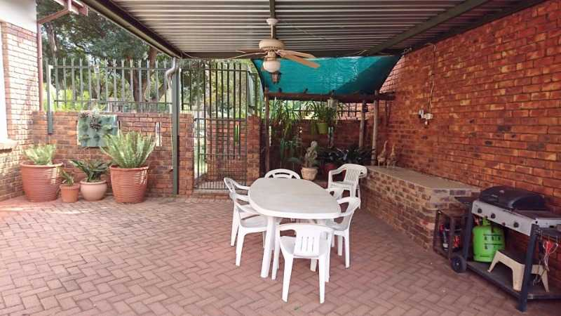 Theresapark property for sale. Ref No: 13567185. Picture no 4