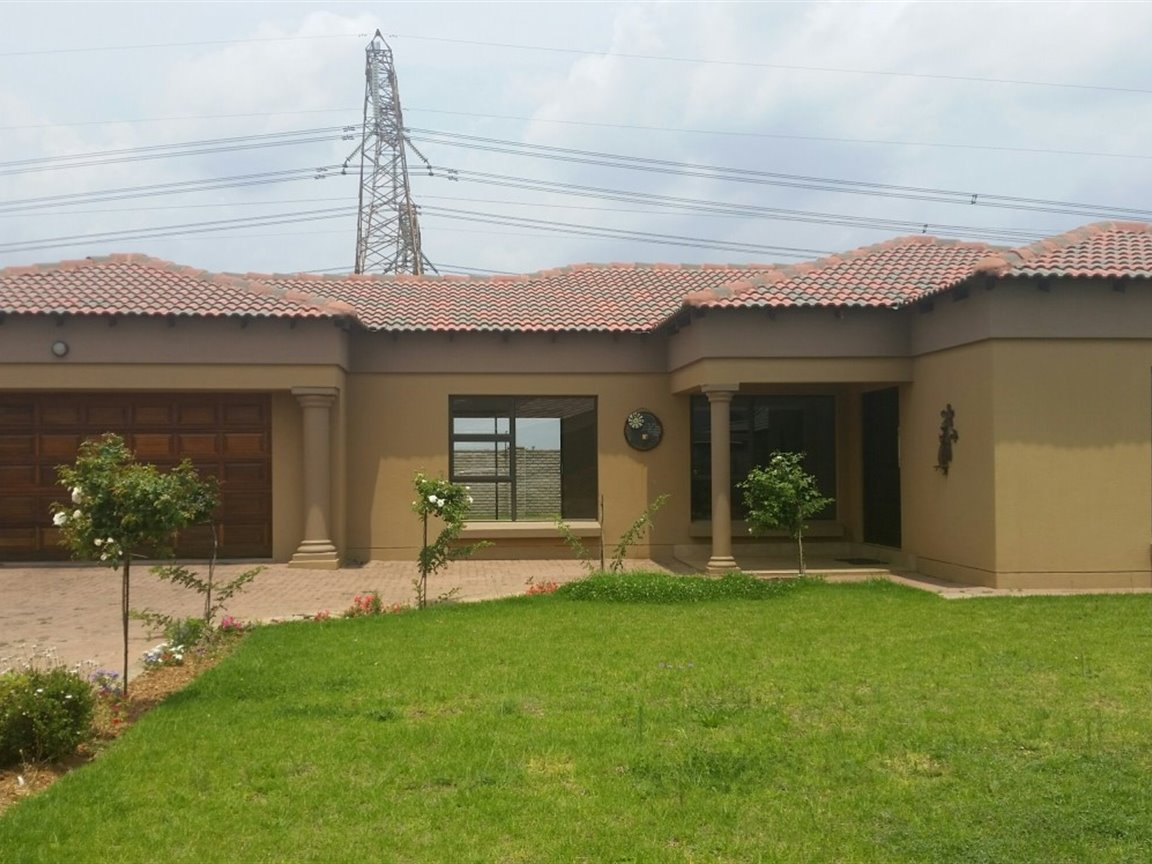 Three Rivers East property for sale. Ref No: 13424413. Picture no 12