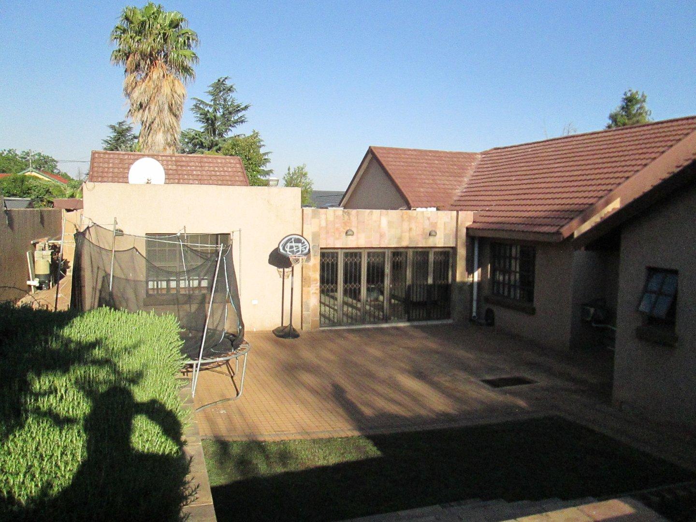 Glenvista property to rent. Ref No: 13552423. Picture no 26