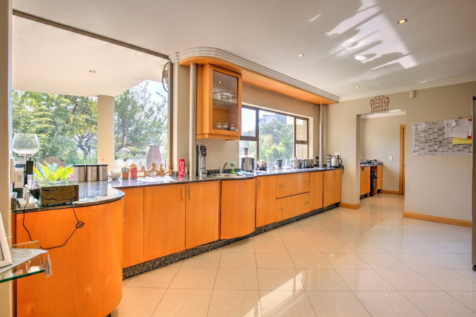 Bassonia property for sale. Ref No: 13525151. Picture no 8