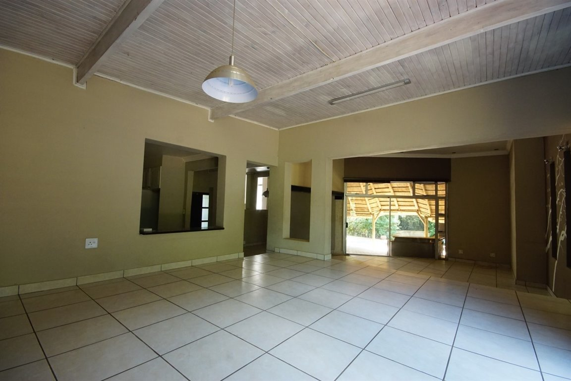 Three Rivers East property for sale. Ref No: 12734571. Picture no 7
