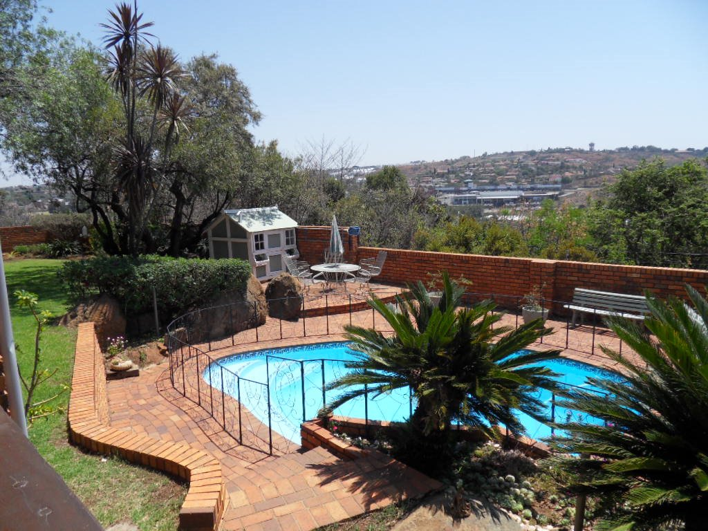 Glenvista property for sale. Ref No: 13402362. Picture no 35