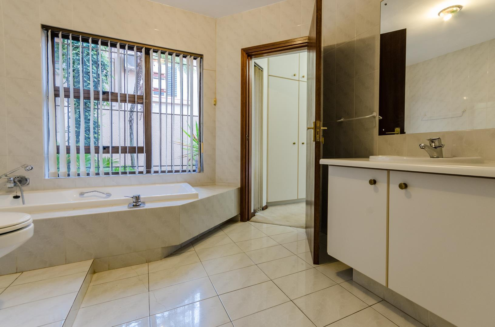 Lonehill property for sale. Ref No: 13445204. Picture no 14