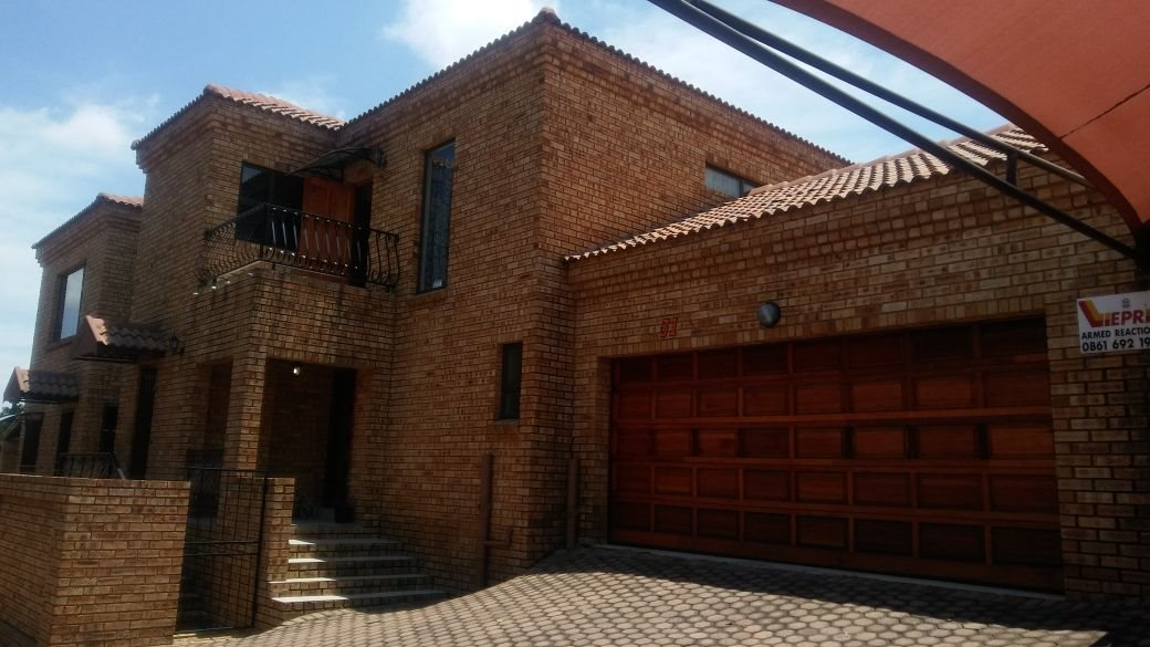 Krugersdorp, Chancliff A H Property  | Houses For Sale Chancliff A H, Chancliff A H, Townhouse 3 bedrooms property for sale Price:1,599,000