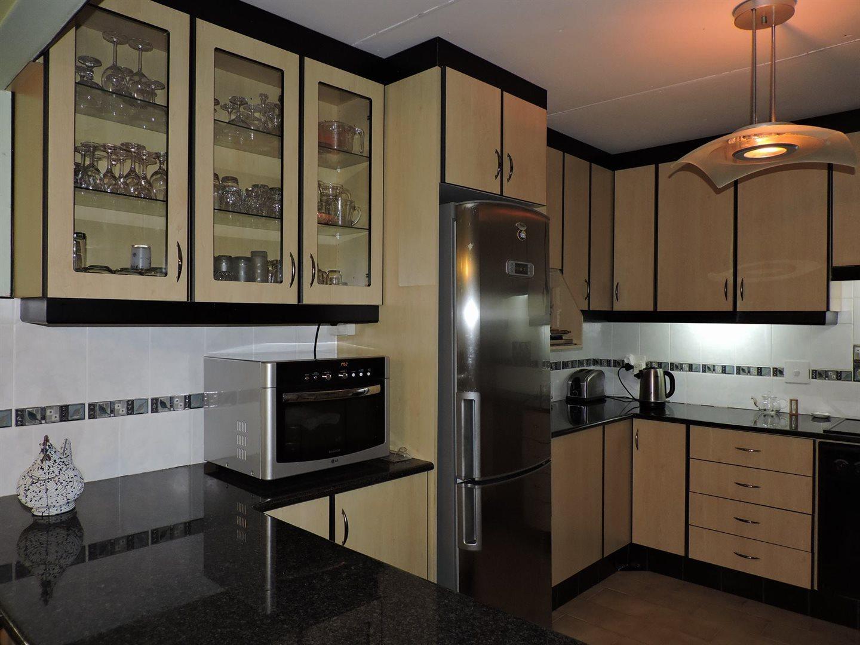 Amanzimtoti property for sale. Ref No: 13605301. Picture no 11