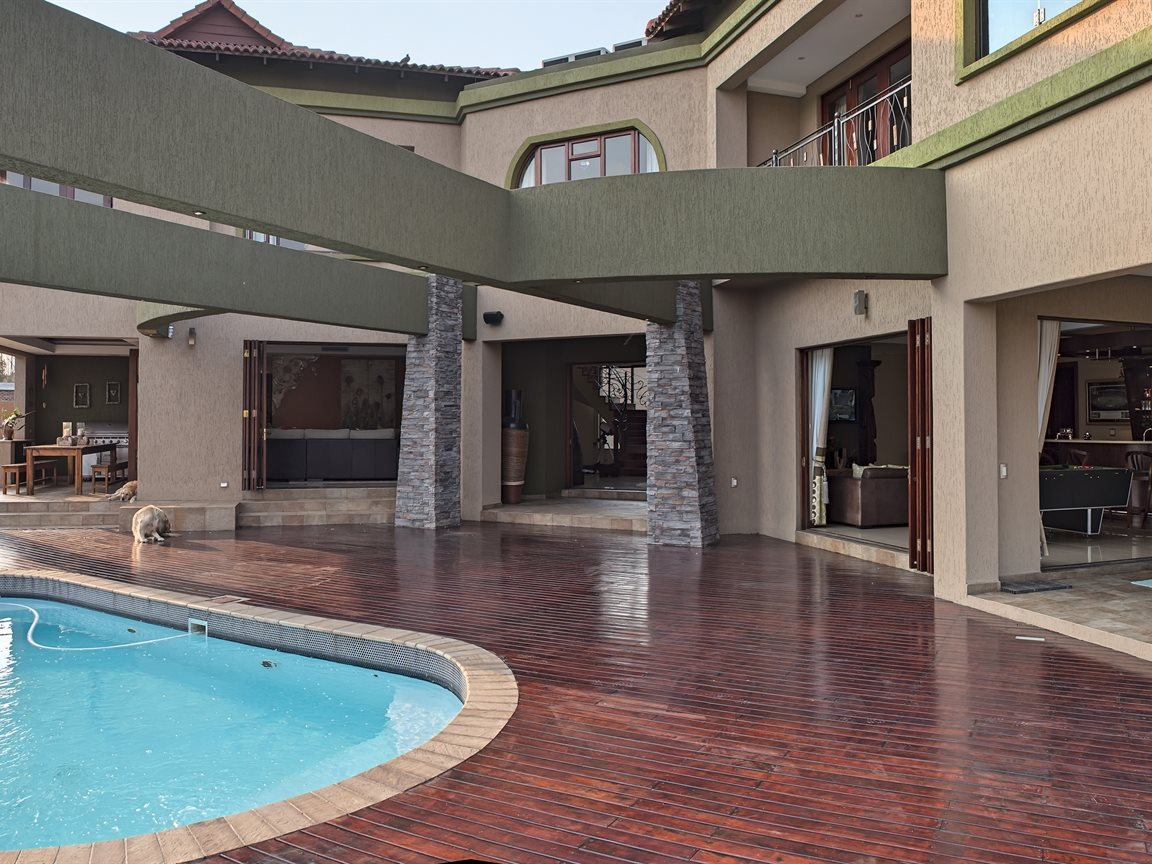 Three Rivers East property for sale. Ref No: 13240975. Picture no 20