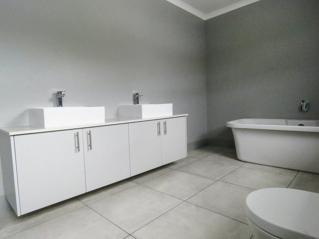 Yzerfontein property for sale. Ref No: 13538718. Picture no 11
