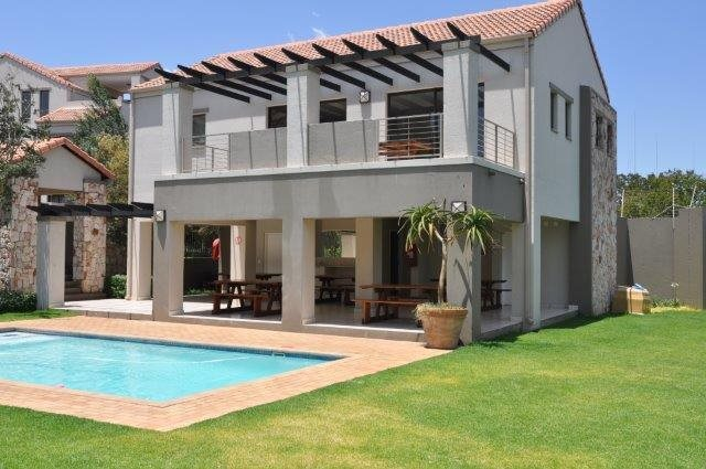 Douglasdale property to rent. Ref No: 13553031. Picture no 13