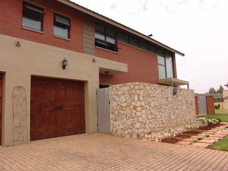 Midfield Estate property for sale. Ref No: 13319676. Picture no 21